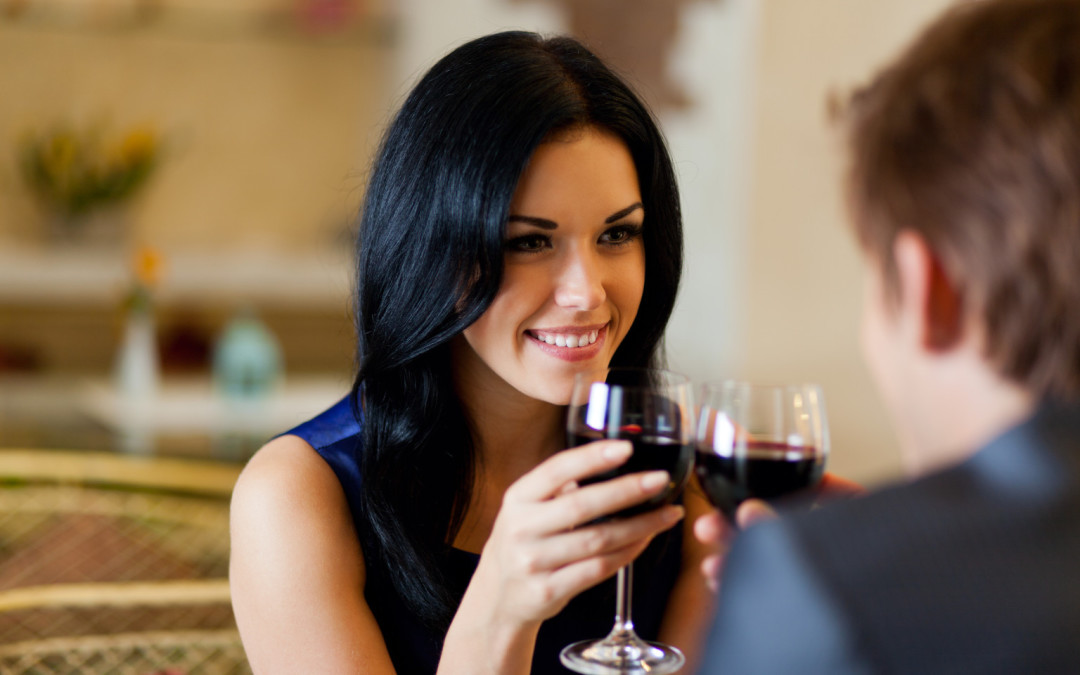 how to chat a girl on a first date The ultimate trump card to having a woman fall for you on the first date plan a date itinerary that gives you plenty of time to talk and connect with your date.
